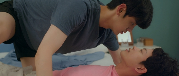 Jin Won and Sang Ha in a fantasy sequence.