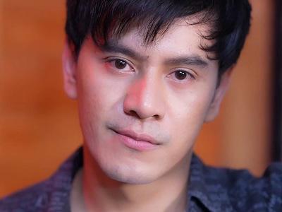 Nut is portrayed by the actor Pakoo Athiwat (ปาโ�๋ อธิวัฒน์).