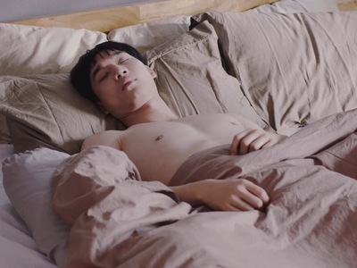 Jin's sisters catch Bbomb shirtless in bed in Nitiman Episode 7.