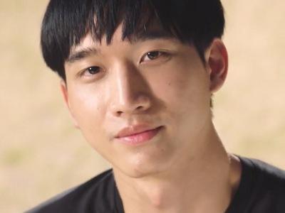 Bbomb is portrayed by the actor Noh Phouluang Thongprasert (ภูหลวง ทองประเสริ�).