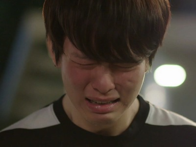 Jin cries when he thinks Bbomb doesn't want to be with him.