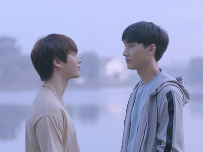 Jin and Bbomb stare into each other's eyes lovingly in the Nitiman happy ending.