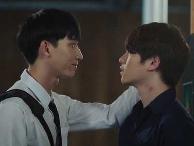 Bbomb gives Jin a hickey on the neck.