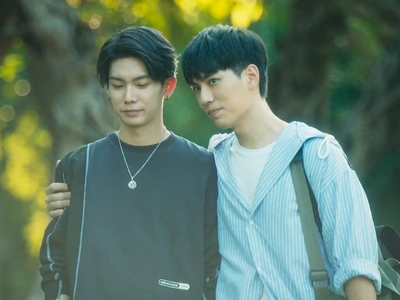 Shi De and Shu Yi begin to date in Episode 6 of No. 1 For You.