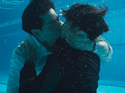 Shi De and Shu Yi have an underwater kiss at the end of Episode 1.
