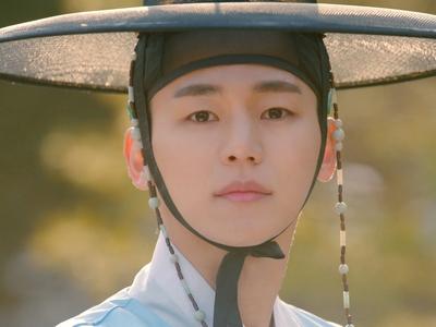 Ryu Ho Seon is played by Kang In Soo (강�수).