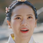 Ho Seon's sister is played by Kang Si Hyeon (강시현).