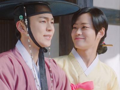 Ho Seon plays along with the charade, pretending Ki Wan is his fake wife.