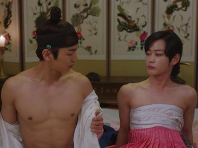 Ho Seon has a shirtless scene early in Nobleman Ryu's Wedding.