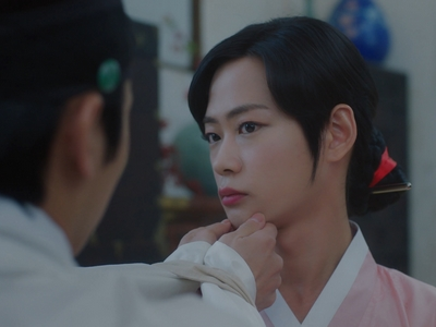 Ki Wan pretends to be a woman and everyone plays along with his disguise.