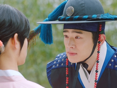 Tae Hyung takes an interest in Ki Wan, believing him to be a woman.