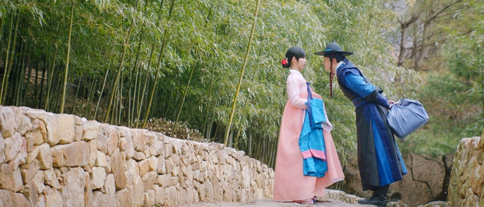 I love the scene composition at the end of Episode 4, with Tae Hyung leaning forward to talk to Ki Wan.