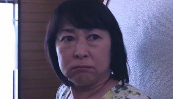 Haruta's mom abandons him in Ossan's Love Japan.