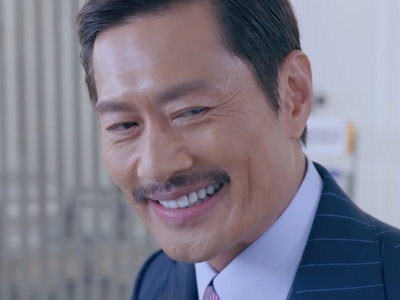 KK is played by the Hong Kong actor Kenny Wong (黃德斌).