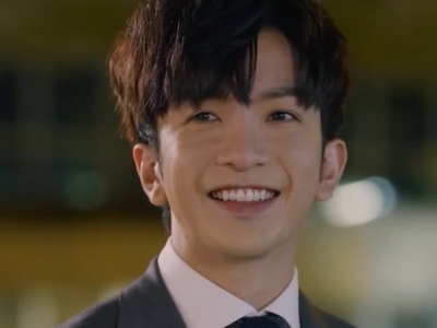 Muk is played by the Hong Kong actor Muk Anson Lo (盧瀚霆).