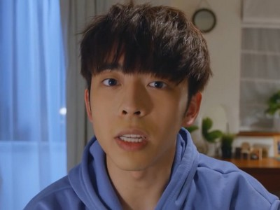 Tin is played by the Hong Kong actor Edan Lui (呂爵安).