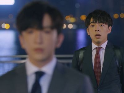 Tin confronts Muk on the bridge in Episode 13 of Ossan's Love HK.