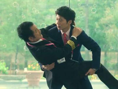 Kurosawa is a pilot who fanns in love with Haruta, a flight attendant.