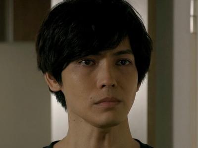 Kuzumi is played by the actor Kenta Izuka (猪塚�太).