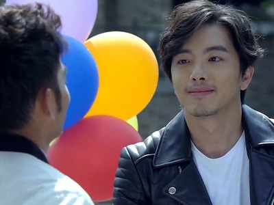Li Xiang Wen had colourful balloons attached to his motorcycle.