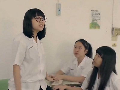 One of the students always speak up when Xu Yuan is getting bullied.