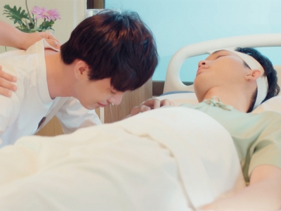 Paper cries after Sky is hospitalized in Episode 5.