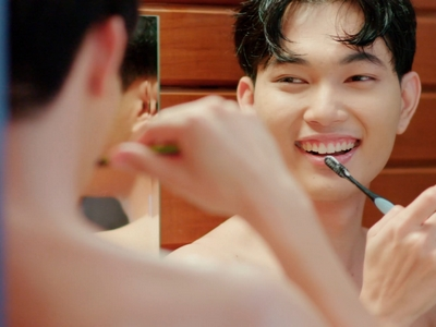 Paper and Sky are shirtless while brushing their teeth together.