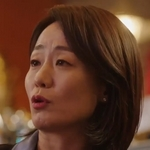 Director Cha is played by the actress Kim Soo Jin (김수진).