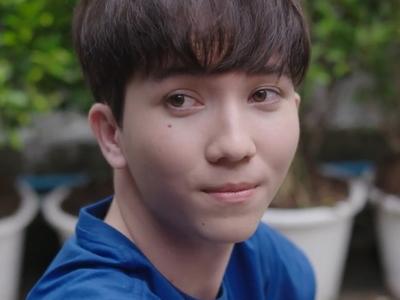Shin is played by James Prapatthorn Chakkhuchan (ประพัฒน์ธรณ์ จั�ขุจันทร์).