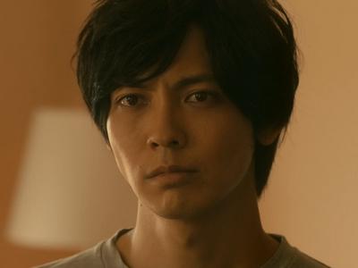 Kuzumi is played by the actor Izuka Kenta (猪塚�太).