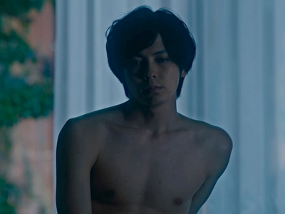 We see nudity during the sex scenes in The Novelist.