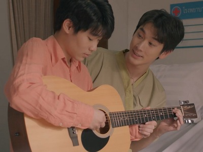 Nut plays a guitar song for Phob in The Yearbook ending.