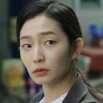 Yoon Seul is played by the actress Han Ji Won (한지�).