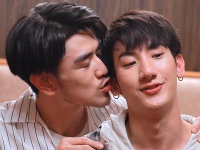 We don't see Ni and Ai kiss any time during Tonhon Chonlatee.