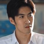 Nueng is played by the actor Gunsmile Chanagun Arpornsutinan (ชน�ันต์ อาพรสุทธินันธ์).