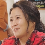 Hye mi's mother is played by the actress Jung Seo In (정서�).