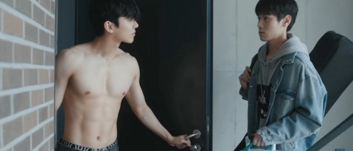 In Soo shows off his shirtless body to Sang Yi in the apartment.