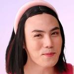 Latte is portrayed by the actor James Athirat Cheewalaksanalikhit (เจมส์).