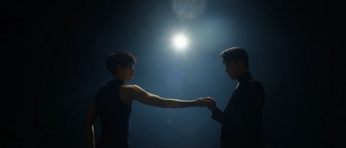 Shi On dances for Hong Seok at the end of the series.